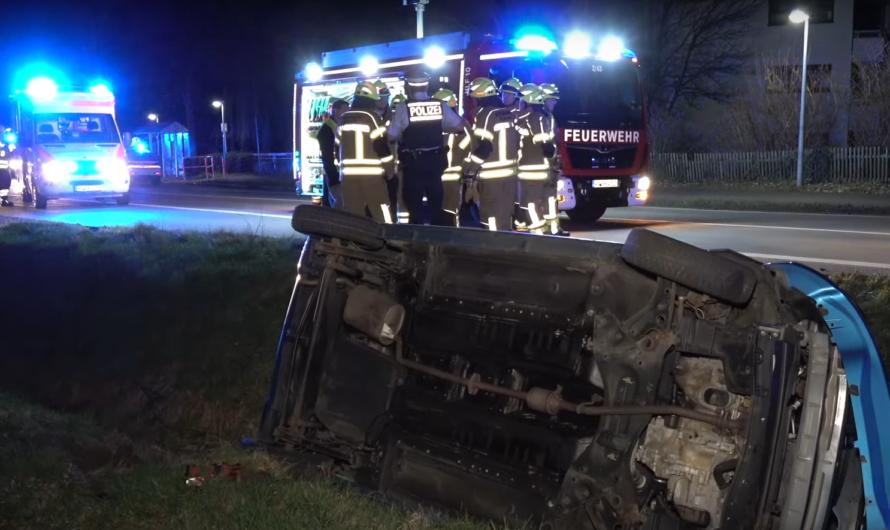 [Archivdoku] MIT 2 PROMILLE VERUNFALLT 🚒 Feuerwehr befreit alkoholisierten Autofahrer (Kernen) [E