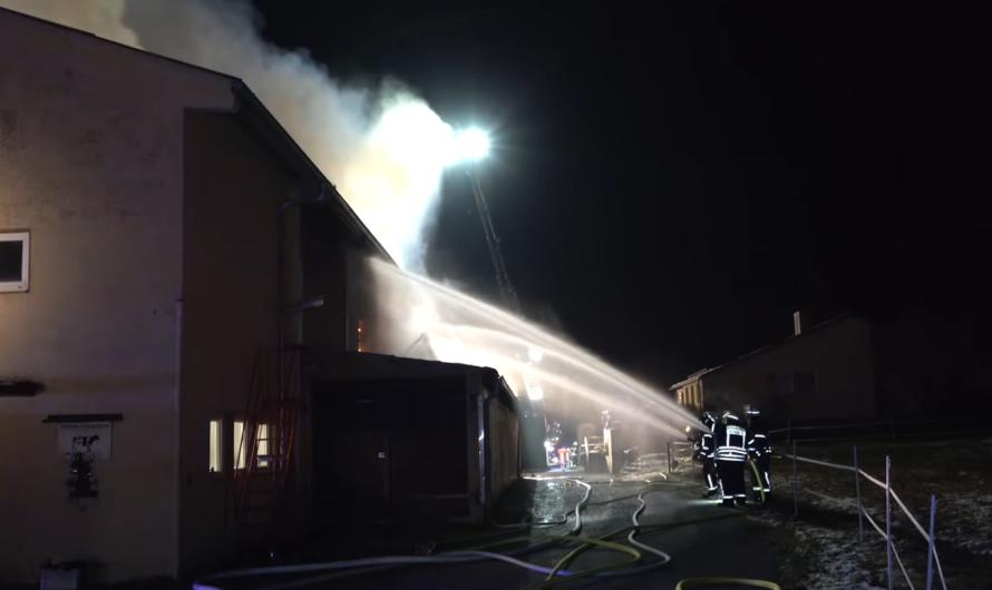 🔥🔥 Großbrand 🔥🔥 BRAND im LANDWIRTSCHAFTLICHEN ANWESEN bei VAIHINGEN/ENZ 🚒 Feuerwehr im Großeinsatz