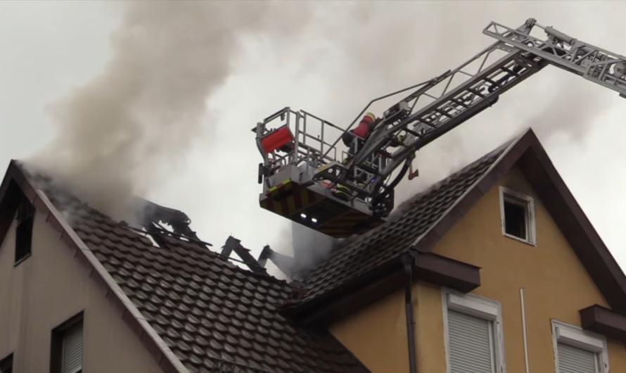 🔥 DACHSTUHLBRAND durch OBERLEITUNG 🔥 Drehleiter Feuerwehr 🚒 Göppingen im Einsatz 🚒