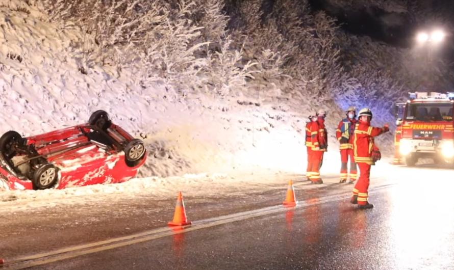 🚒 🚑 🚓 WIEDER CRASH – GEISLINGER STEIGE – PKW überschlagen – Feuerwehr Geislingen & DRK im Einsatz