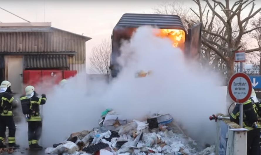 MÜLLPRESSE BRENNT 🔥🔥 FEUERWEHR 🚒 WAIBLINGEN mit LÖSCHARBEITEN – Remspark evakuiert wegen Rauch [E]