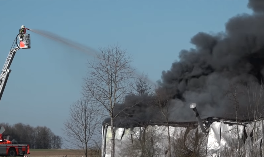 🔥 🚒 Großbrand in Reutlingen 🚒 🔥 [▶️ Über 200 Einsatzkräfte bekämpfen Vollbrand im Reifenhandel ]
