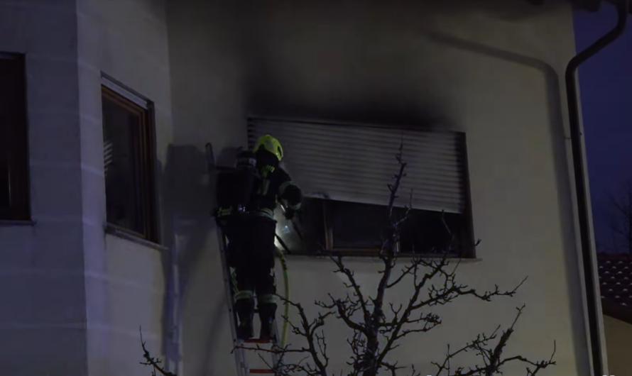 [🔥 Feuer in Berglen] – 🚒 Feuerwehr rückt aus und löscht Zimmerbrand + 🚑 Rettungsdienst