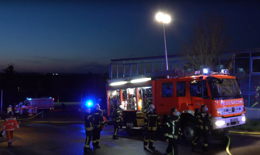 🔥 Vollbrand in einer Autowerkstatt   🚒 Großeinsatz der Feuerwehr Waldstetten & Schwäbisch Gmünd