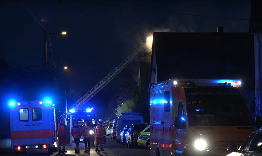 Feuer im Zweifamilienhaus 🔥🔥Rauch dringt aus Fenster + 🚑🚒 Feuerwehr Stuttgart & Rettungsdienst