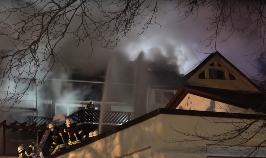 Großbrand + Feuerwehr Vaihingen/Enz + 3 Drehleitern + Flammen + massiver Wassereinsatz