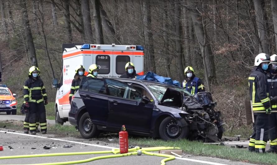 Schwerer Frontalcrash PKW contra LKW auf B297 🚓 🚑 🚒 Feuerwehr Rechberghausen & Birenbach mit Rettung