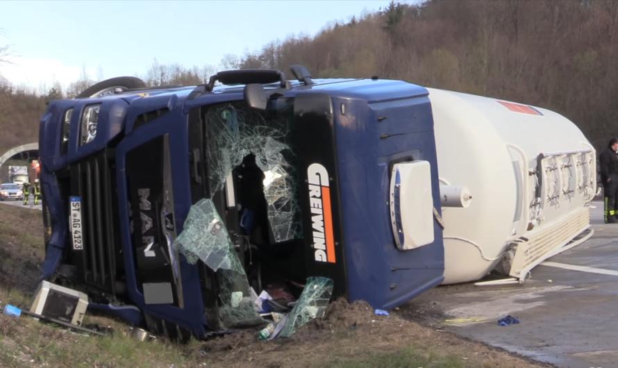 A8: Aichelberg = LKW umgekippt + Fahrer verletzt 🚑 | 🚒 Feuerwehr Gruibingen & Wiesensteig im Einsatz