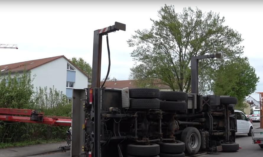 ➡️ Stuttgart: Kranwagen umgekippt ❎ VW Crafter platt gemacht ❎ Stimmen zum Unglück ❎ Mega Bergung