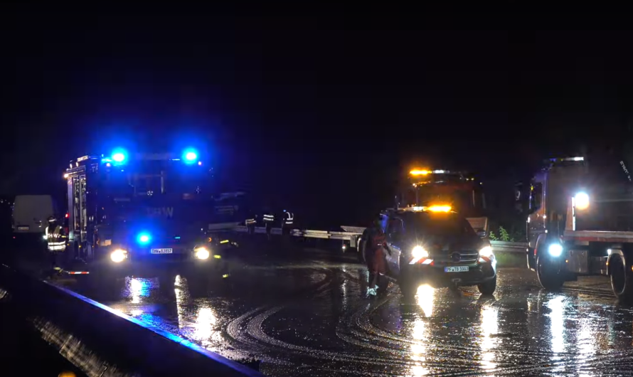 ❌ Unwetter: A8 geflutet – Autos schwimmen – LKW-Fahrer rettet Kinder | 🚒 Feuerwehr + THW Pforzheim ❌