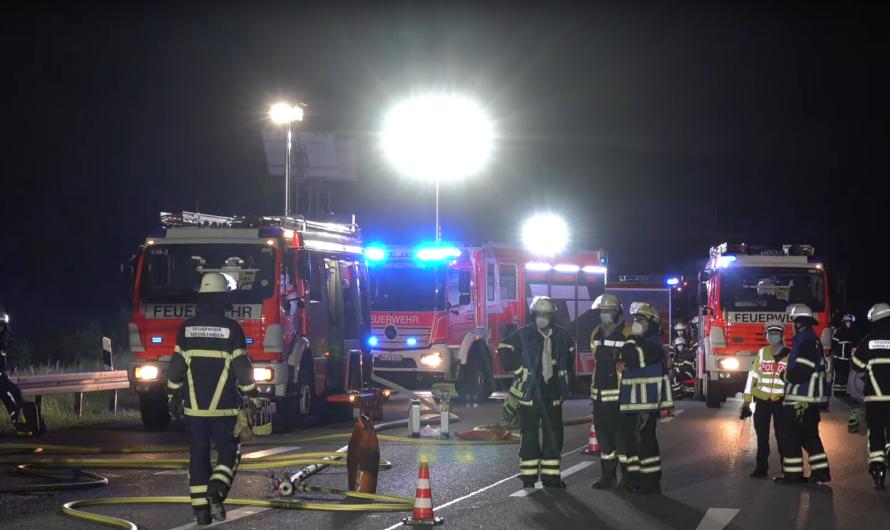 🔥 A81 voll gesperrt – Löscharbeiten an brennendem LKW 🔥 [🚒 Feuerwehr Sindelfingen & Böblingen 🚒]