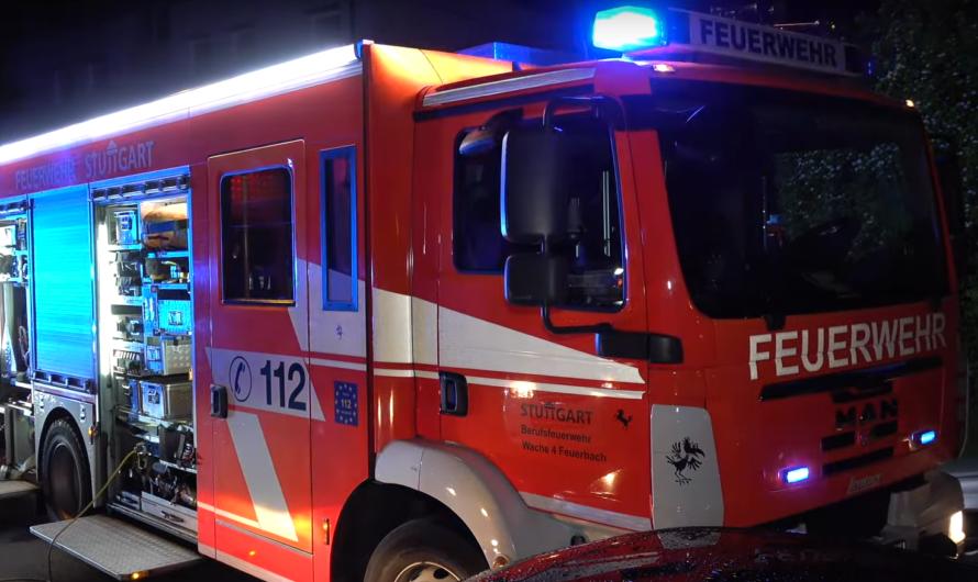 🔥 Zimmerbrand (Sofa brennt) – 🚑 🚒 Feuerwehr & Rettungsdienst Stuttgart beim Brandeinsatz
