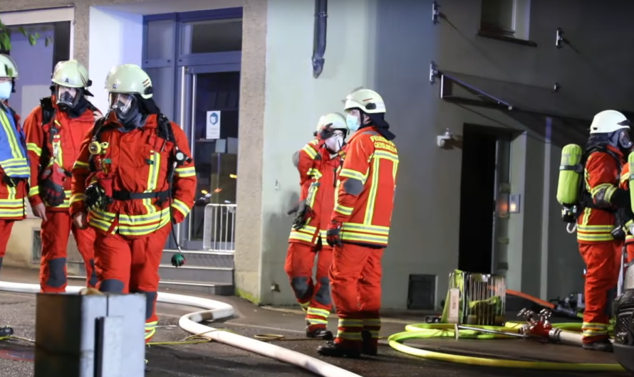 🔥 Kellerbrand in Geislingen/Steige   🚒 Feuerwehr mit Brandbekämpfung & Einsatz vom Großlüfter 🚒