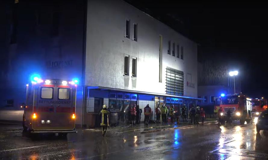 Brand im Treppenhaus 🔥 Rauchmelder schlägt Alarm – 🚒 Einsatz für Feuerwehr Kirchheim/Teck