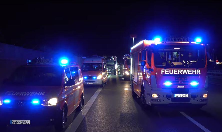 Rettungsgasse ?? 😡 Was machen LKW auf der linken Spur 😡 🚒 Flughafenfeuerwehr & Feuerwehr Stuttgart 🚒
