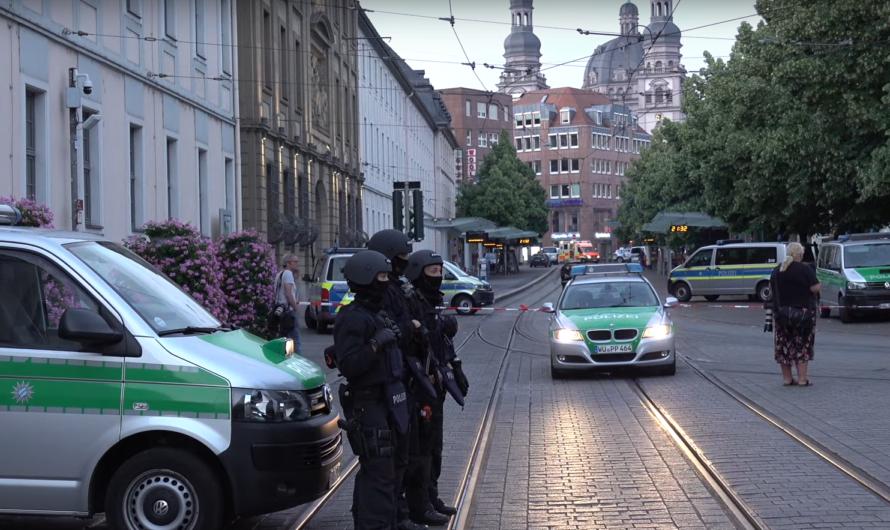 🔪 Messerangriff am Barbarossaplatz 🔪   3 Todesopfer, 5 Schwerverletzte in Würzburg   Großeinsatz 🚓🚑🚒