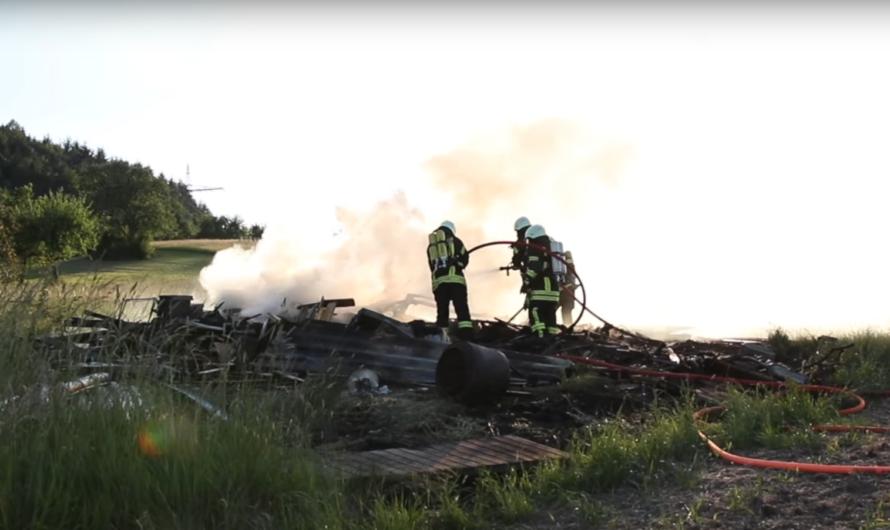 Kurios 😱 Zündeln geht schief 🔥 Mann setzt Holz in Brand = verletzt 🚁 RTH + FW vor Ort 🚒 [Archivdoku]