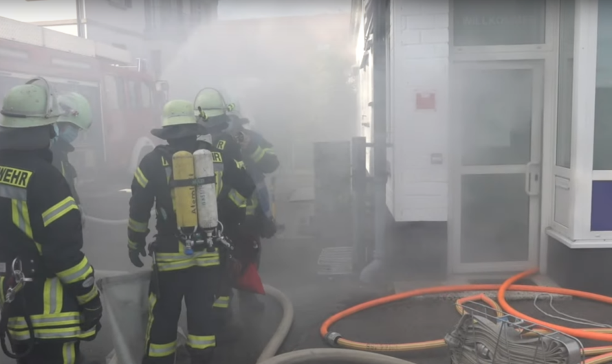 🔥 Feuer im Gebäude/Lagerhalle 4 Personen vermisst 🔥 Großalarm Feuerwehr Rudersberg 🚒 [Alarmübung]