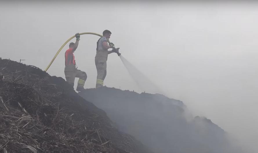 🔥 Brand mehrerer Kubikmeter Holzhackschnitzel auf Mülldeponie (Böblingen) 🚒 Feuerwehren im Einsatz 🚒