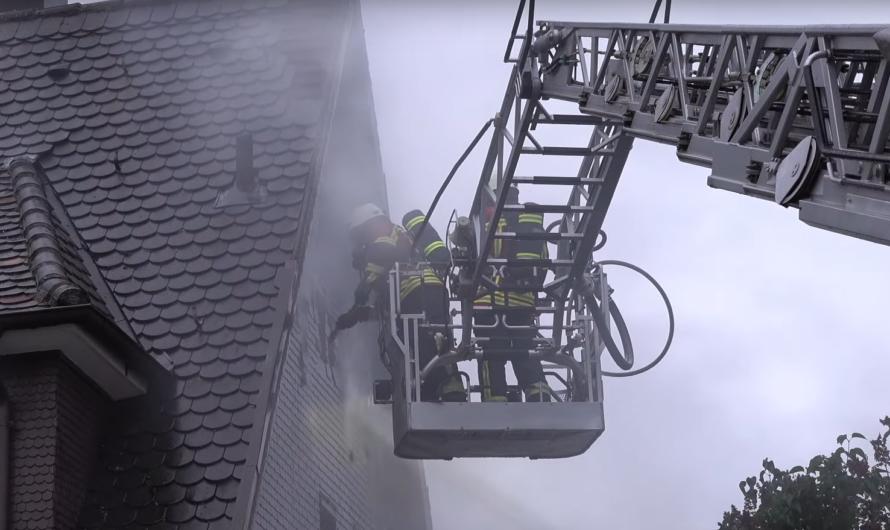 🔥 Schuppenbrand greift auf Wohnhaus über 🔥 🚒 Feuerwehr Leinfelden-Echterdingen = aufwendiges löschen