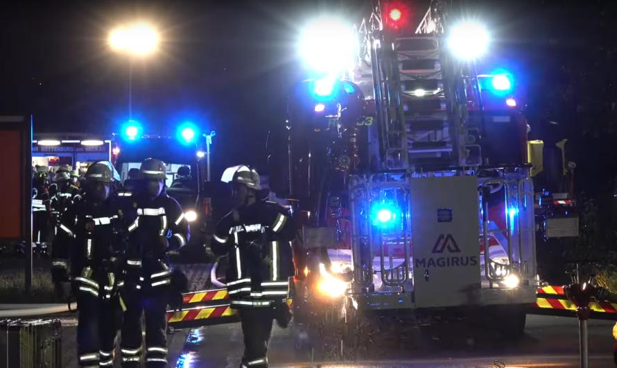 Gasflaschen detoniert 💥 Vollbrand Werkstatt 🔥   🚒 Feuerwehr Rottenburg am Neckar mit Löscharbeiten