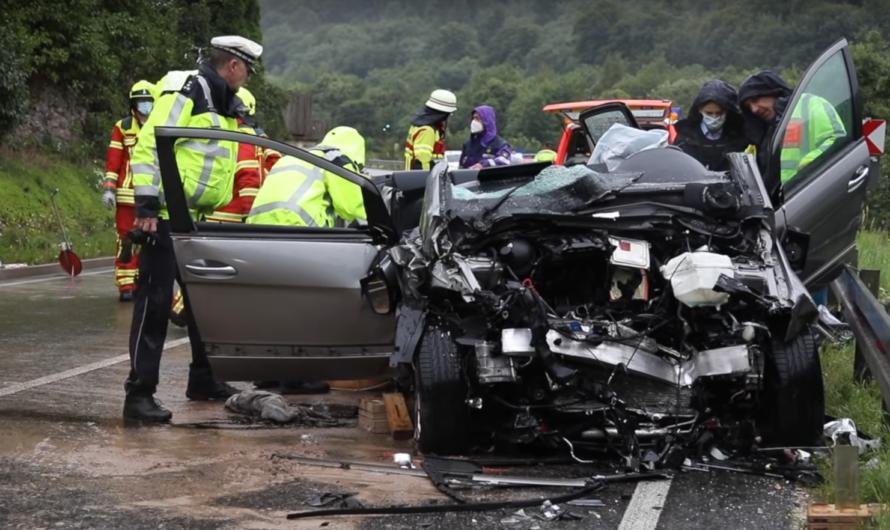 🛑 [Tödlicher Unfall] Frontal-Crash PKW contra LKW 🛑 B10 Amstetten 🚓🚑🚒 2 Insassen tödlich verletzt
