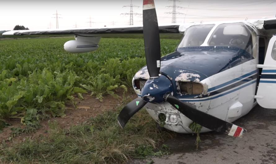 🆘 Notlandung auf Acker bei Ludwigsburg 🆘 🛩 Cessna gerät in Hagelunwetter 🚒 Feuerwehr im Einsatz