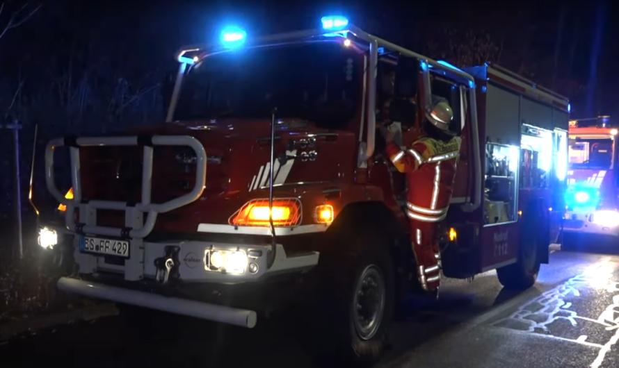 ▶️ 44 Personen in der Nacht evakuiert ◀️ Feuer in Hochhaus 🔥🔥 Feuerwehr Filderstadt + RD 🚒🚑