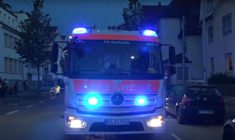 Kerze entzündet Kleidungsstücke 🔥🔥| 🚒 Feuerwehreinsatz in Esslingen + Rettungsdienst 🚑