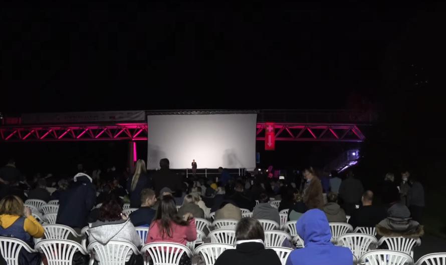 🆒 Verrückt – Kino auf der Autobahn 🆒 Vollsperrung der A8 bei Pforzheim 🚒 Feuerwehr unterstützt