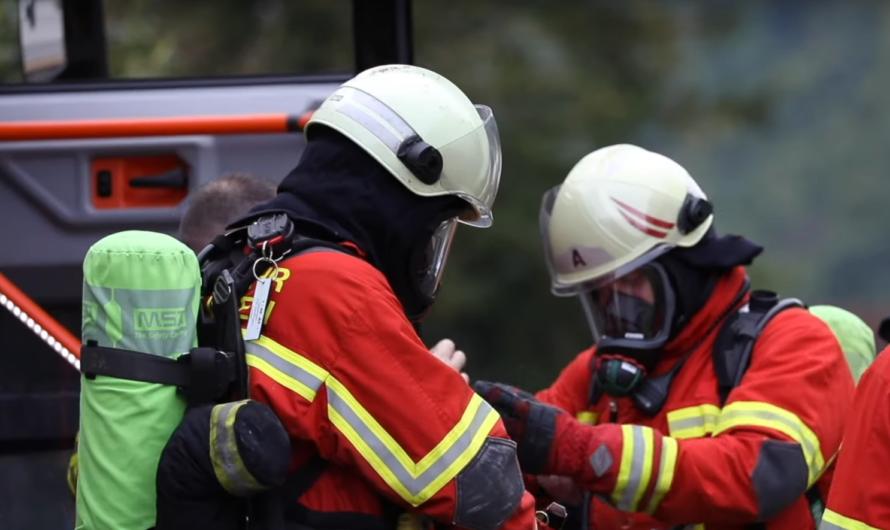 💥 Explosion im Pfarrhaus 💥 Großalarm in Eybach 🚓🚑🚒 Feuerwehr Geislingen misst Gasaustritt