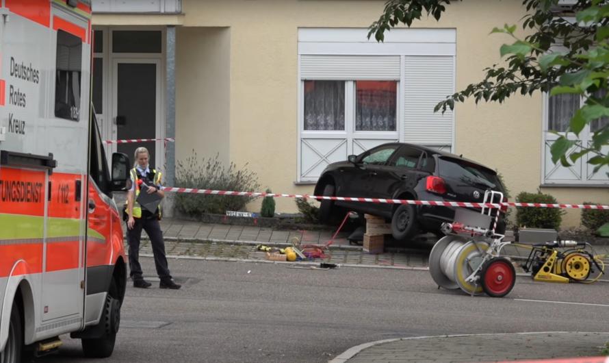 🔴 Drama in Altbach 🔴 PKW rast in Dreiergruppe (Mordversuch) ▶️ Kind weggeschleudert + Frau unter Kfz