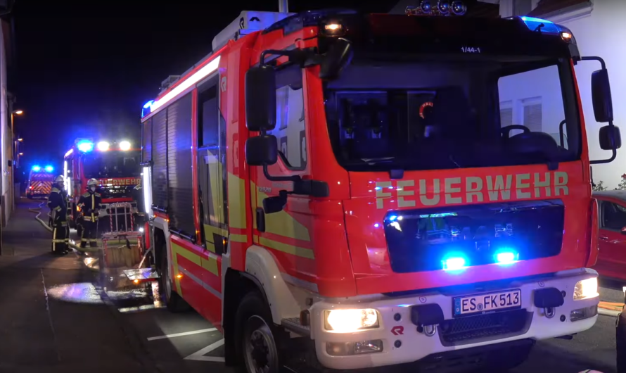 🔥 Kellerbrand 🔥 Bewohner über Leiter gerettet ➕ Folgeeinsatz: 🚒 Feuerwehr Kirchheim/Teck in Action 🚒