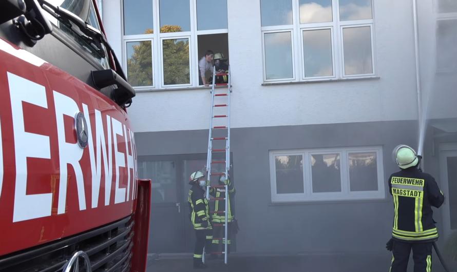 🔥 Feuer in Schreinerei & Küchenstudio 🚑🚒 Feuerwehr + DRK Magstadt löschen und retten Personen 🚑🚒