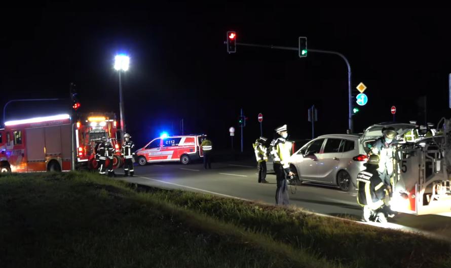 ⏩ Unfall mit 4 Verletzten (3 PKW) ⏪ Eine Person im E-Auto eingeschlossen 🚓🚑🚒 Feuerwehr Stuttgart